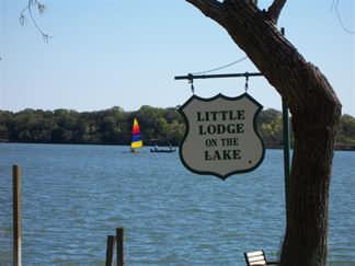Little Lodge On The Lake In Kingsland Texas
